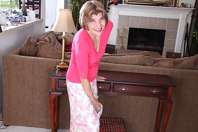 Horny mature woman Bossy..