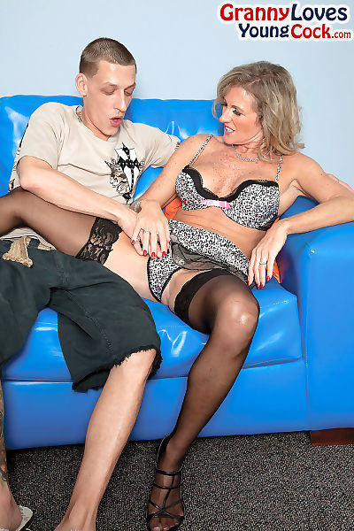 Naughty cougar Jade seduces..
