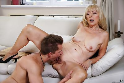 Mature granny Szuzanne sucks..