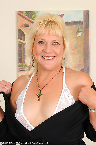 Blonde nan Sindy Silver..