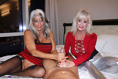 Big boobed older women jerk..