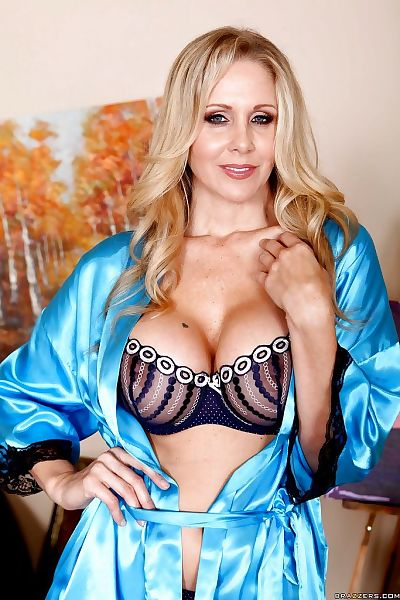 Stunning mom Julia Ann..