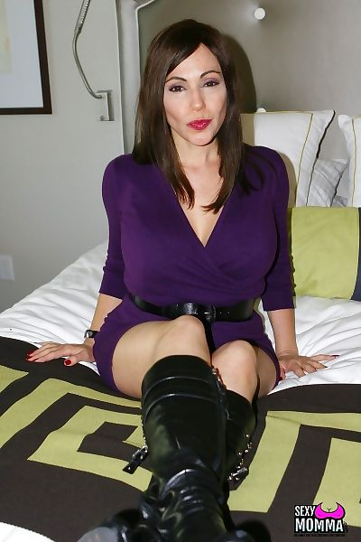 Hot middle-aged lady Raquel..