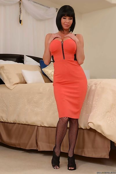 Veronica Avluv in fishnet..