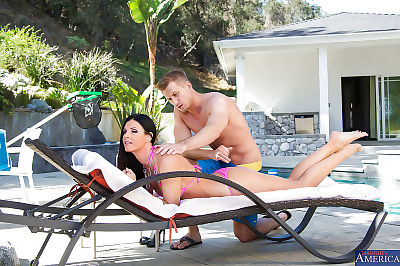 Brunette milf India Summer..