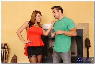 Asian MILF Ava Devine gets..