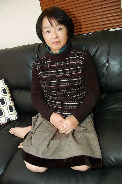 Asian mom Tomoe Nakamachi..